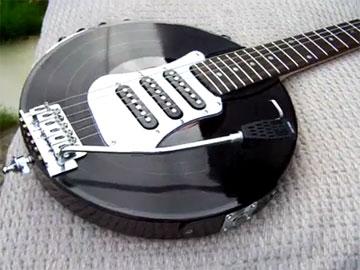 まさかのレコード型ギター / VINYL RECORD GUITAR