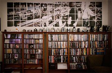 世界のレコ部屋インテリア FILE 018 / お気に入りのカバーアートを大々的に使った斬新なアイデア