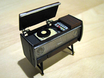 JAPANESE MINI RECORD PLAYER