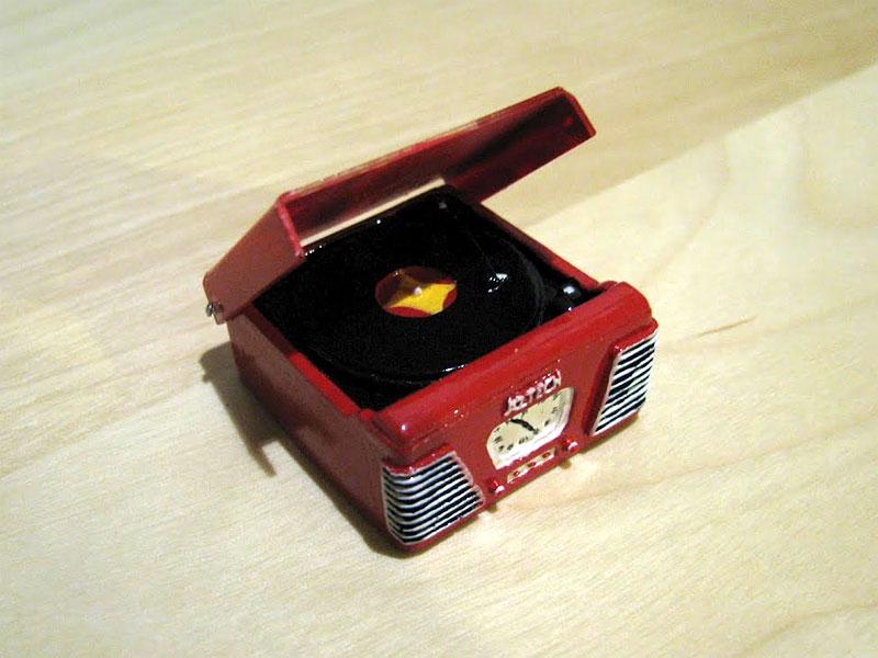 RETRO MINI RECORD PLAYER (RED)